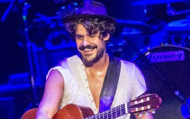 https://www.ragusanews.com//immagini_articoli/20-01-2020/mannarino-in-concerto-a-catania-240.jpg