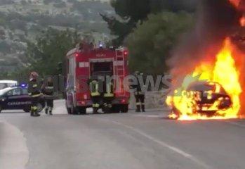 https://www.ragusanews.com//immagini_articoli/20-01-2020/scicli-alfa-159-va-a-fuoco-mentre-e-in-marcia-240.jpg