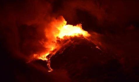 https://www.ragusanews.com//immagini_articoli/20-01-2021/1611134469-le-foto-dell-eruzione-dell-etna-2-280.jpg