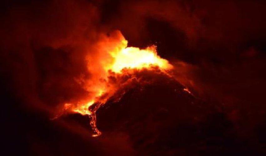 https://www.ragusanews.com//immagini_articoli/20-01-2021/1611134469-le-foto-dell-eruzione-dell-etna-2-500.jpg