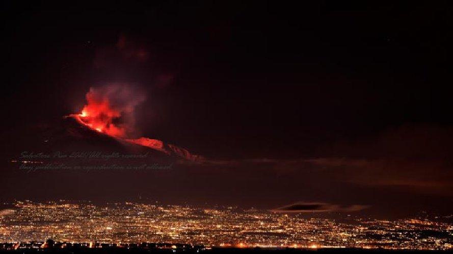 https://www.ragusanews.com//immagini_articoli/20-01-2021/1611134543-le-foto-dell-eruzione-dell-etna-5-500.jpg