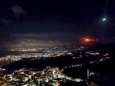 https://www.ragusanews.com//immagini_articoli/20-01-2021/1611134589-le-foto-dell-eruzione-dell-etna-7-280.jpg