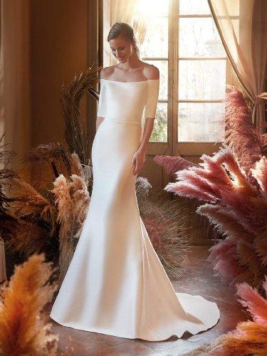 https://www.ragusanews.com//immagini_articoli/20-01-2021/1611166777-gli-abiti-da-sposa-di-tendenza-per-il-2021-semplici-e-minimali-6-500.jpg