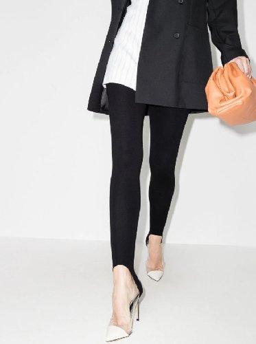 https://www.ragusanews.com//immagini_articoli/20-01-2021/il-ritorno-dei-leggings-la-nuova-tendenza-e-il-leggings-con-staffe-500.jpg
