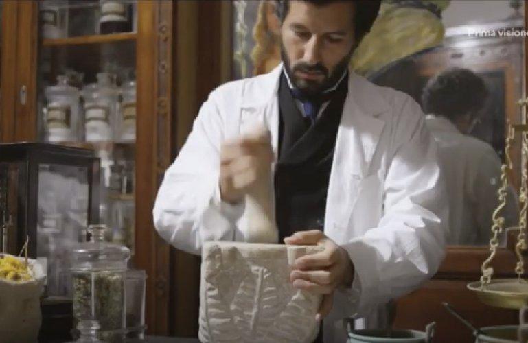https://www.ragusanews.com//immagini_articoli/20-01-2021/un-video-racconta-l-antica-farmacia-negli-anni-venti-500.jpg