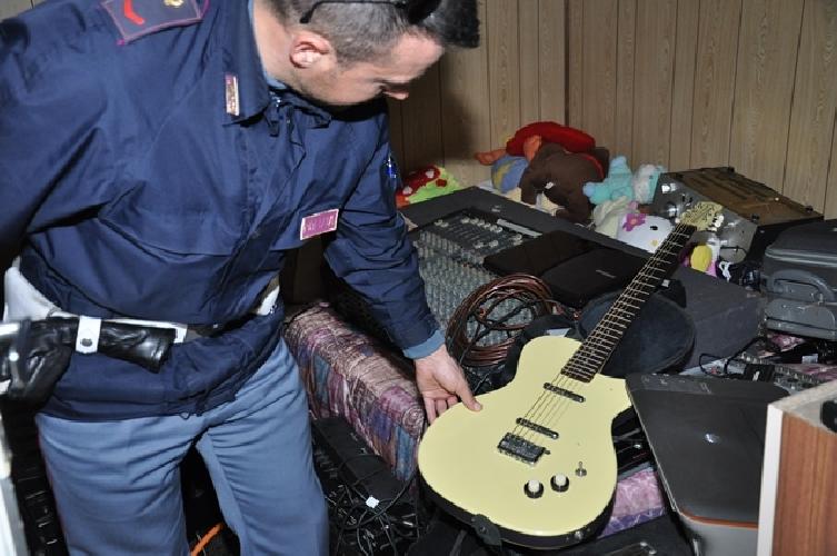 http://www.ragusanews.com//immagini_articoli/20-02-2014/la-polizia-sulle-tracce-dei-ladri-rumeni-500.jpg