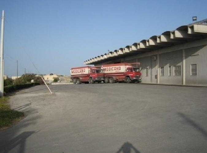 http://www.ragusanews.com//immagini_articoli/20-02-2015/ora-rubano-anche-i-camion-carichi-di-mangime-500.jpg