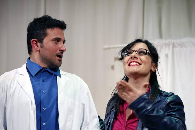 https://www.ragusanews.com//immagini_articoli/20-02-2017/allegri-chirurghi-teatro-scicli-420.jpg