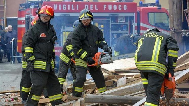 http://www.ragusanews.com//immagini_articoli/20-02-2017/precari-vigili-fuoco-stabilizzazione-420.jpg