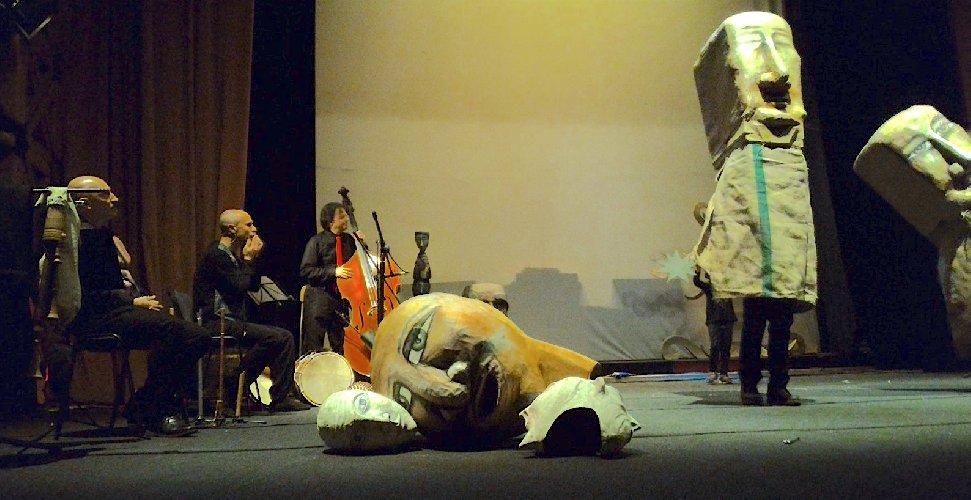 https://www.ragusanews.com//immagini_articoli/20-02-2018/apotropaica-spettacolo-pupi-marionette-vittoria-500.jpg