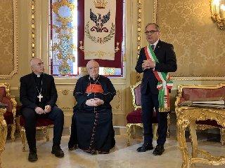 https://www.ragusanews.com//immagini_articoli/20-02-2019/cattolici-politica-cardinal-bassetti-noto-240.jpg
