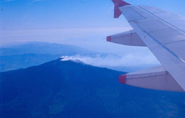 https://www.ragusanews.com//immagini_articoli/20-02-2019/etna-sbuffa-chiusa-parte-spazio-aereo-catania-500.jpg