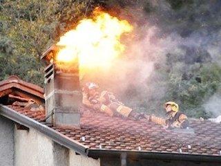 https://www.ragusanews.com//immagini_articoli/20-02-2019/incendio-canna-fumaria-villino-sorda-240.jpg