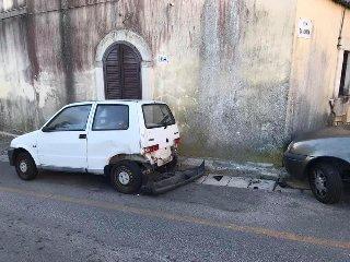 https://www.ragusanews.com//immagini_articoli/20-02-2020/auto-impazzita-fa-strike-di-auto-in-sosta-in-centro-a-ragusa-240.jpg