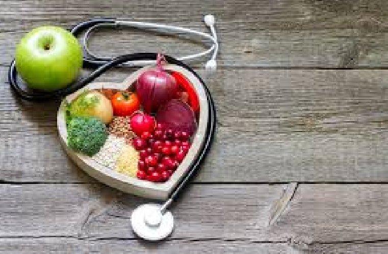 https://www.ragusanews.com//immagini_articoli/20-02-2021/colesterolo-e-dieta-come-scegliere-quella-giusta-500.jpg