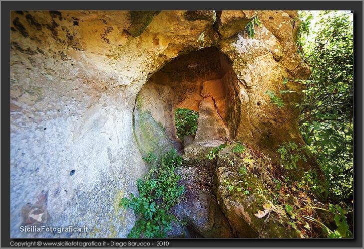 http://www.ragusanews.com//immagini_articoli/20-03-2014/escursione-a-cava-bauli-a-palazzolo-acreide-500.jpg