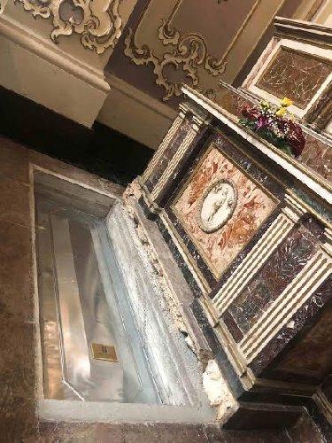 https://www.ragusanews.com//immagini_articoli/20-03-2019/1553081905-ragusa-stata-traslata-salma-monsignor-rizzo-1-500.jpg