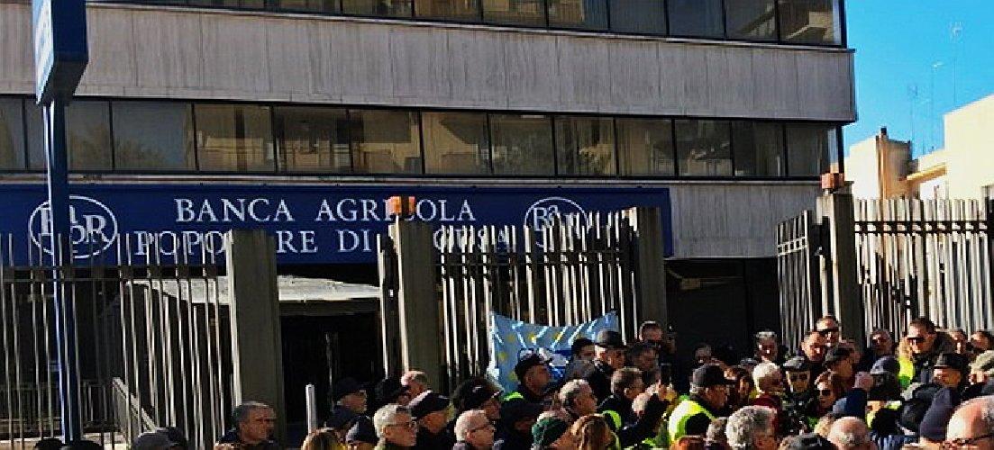 https://www.ragusanews.com//immagini_articoli/20-03-2019/azioni-banca-agricola-ragusa-incontro-roma-500.jpg