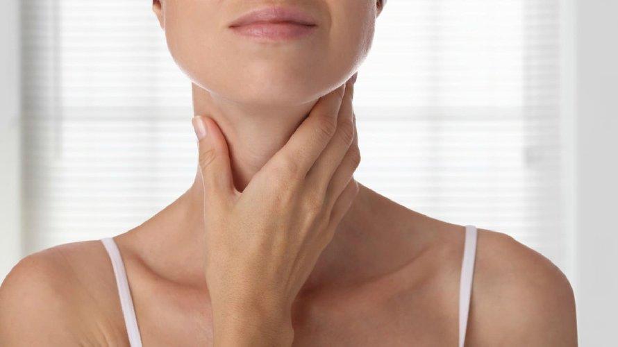 https://www.ragusanews.com//immagini_articoli/20-03-2019/problemi-tiroide-segreti-per-tenerla-forma-500.jpg
