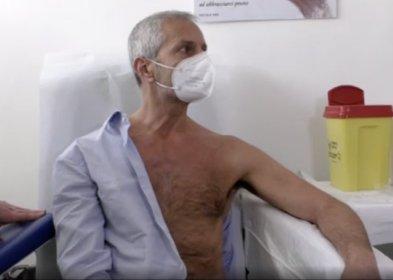 https://www.ragusanews.com//immagini_articoli/20-03-2021/gianrico-carofiglio-si-offre-come-cavia-per-il-vaccino-italiano-280.jpg