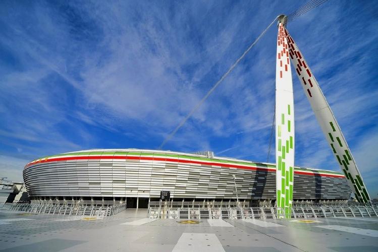 https://www.ragusanews.com//immagini_articoli/20-04-2015/il-calcio-italiano-e-siciliano-punta-su-nuovi-stadi-per-competere-in-europa-500.jpg