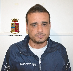 http://www.ragusanews.com//immagini_articoli/20-04-2017/droga-coltelli-arrestati-rumeni-tunisini-240.jpg