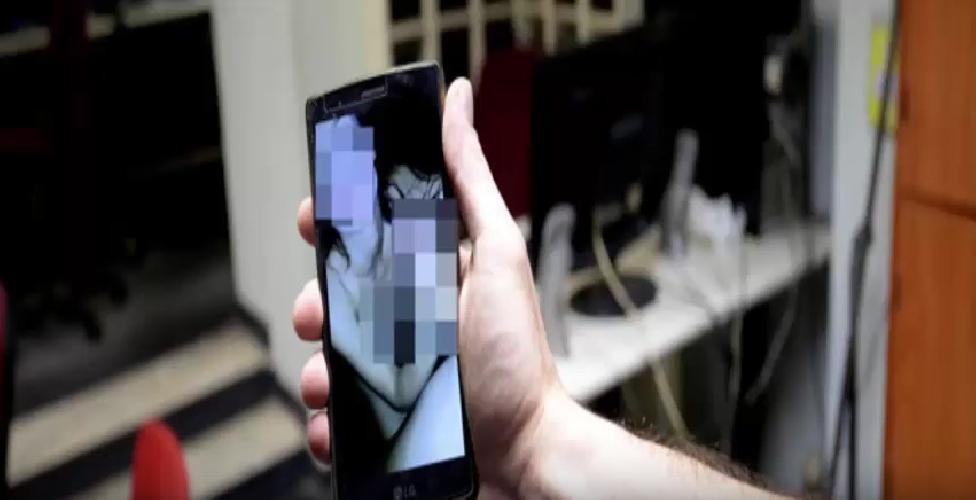 http://www.ragusanews.com//immagini_articoli/20-04-2017/minacciavano-pubblicare-video-hard-facebook-fermati-ragazzi-500.jpg