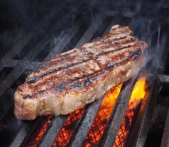 https://www.ragusanews.com//immagini_articoli/20-04-2020/cibo-bruciato-perche-e-cancerogeno-500.jpg