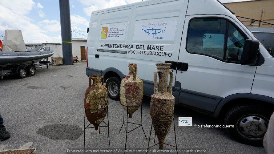 https://www.ragusanews.com//immagini_articoli/20-04-2021/1618912346-dai-mari-siciliani-riaffiorano-tre-antiche-anfore-romane-foto-1-500.jpg