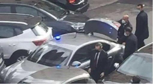 https://www.ragusanews.com//immagini_articoli/20-04-2021/incidente-d-auto-per-draghi-premier-scende-e-si-scusa-280.jpg