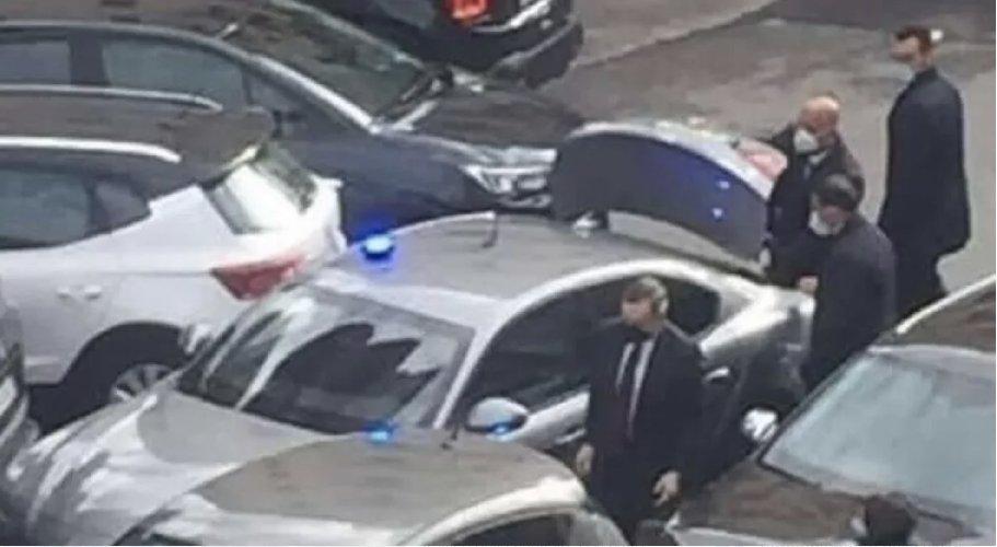 https://www.ragusanews.com//immagini_articoli/20-04-2021/incidente-d-auto-per-draghi-premier-scende-e-si-scusa-500.jpg