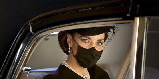https://www.ragusanews.com//immagini_articoli/20-04-2021/kate-middleton-duchessa-di-cambridge-e-regina-di-eleganza-sui-social-280.jpg