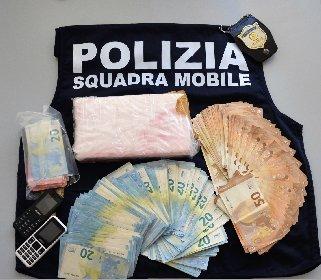https://www.ragusanews.com//immagini_articoli/20-04-2021/scorre-la-cocaina-lungo-la-strada-che-da-scoglitti-va-a-gela-280.jpg