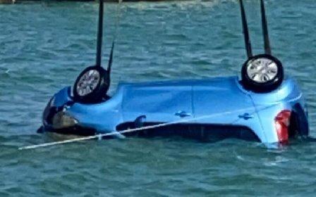 https://www.ragusanews.com//immagini_articoli/20-04-2021/tenta-suicidio-lanciandosi-in-mare-un-auto-il-re-dell-auto-salvatore-luca-280.jpg