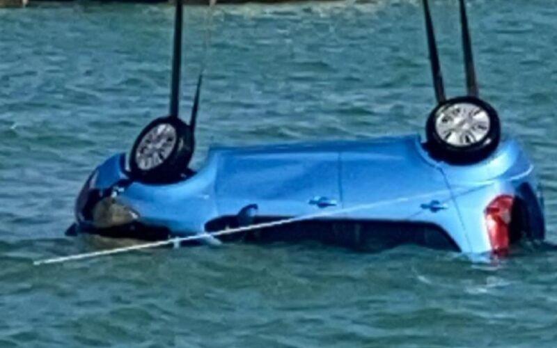 https://www.ragusanews.com//immagini_articoli/20-04-2021/tenta-suicidio-lanciandosi-in-mare-un-auto-il-re-dell-auto-salvatore-luca-500.jpg