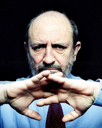 https://www.ragusanews.com//immagini_articoli/20-05-2013/il-filosofo-galimberti-a-vittoria-spesso-il-male-di-vivere-ho-incontrato-500.jpg