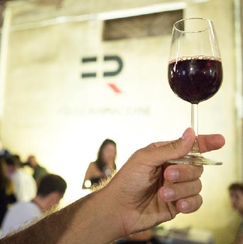 https://www.ragusanews.com//immagini_articoli/20-05-2016/dalle-rappresentazioni-classiche-al-vino-olimpo-500.jpg