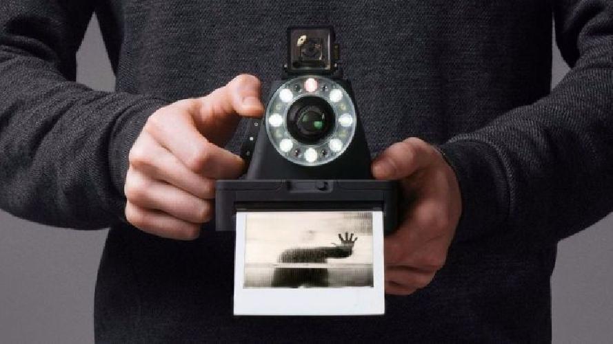 https://www.ragusanews.com//immagini_articoli/20-05-2016/nostalgia-di-polaroid-risolta-con-299-dollari-500.jpg