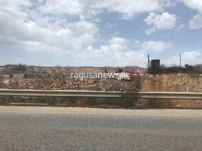 https://www.ragusanews.com//immagini_articoli/20-05-2018/incendio-cava-tufo-monte-donnalucata-500.jpg