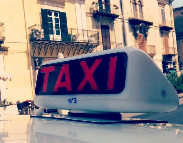 http://www.ragusanews.com//immagini_articoli/20-06-2016/taxi-a-ragusa-meglio-new-york-500.jpg