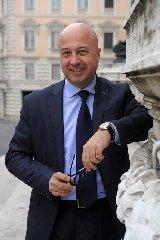 https://www.ragusanews.com//immagini_articoli/20-06-2019/antimo-cesaro-racconta-la-storia-lecchino-a-militello-240.jpg
