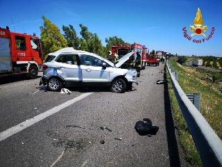 https://www.ragusanews.com//immagini_articoli/20-06-2019/incidente-due-morti-e-tre-feriti-palermo-catania-240.jpg