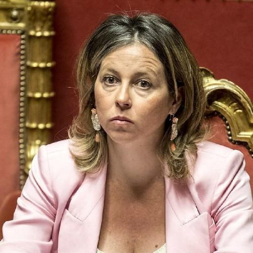 https://www.ragusanews.com//immagini_articoli/20-06-2020/l-ex-ministro-catanese-giulia-grillo-minacciata-ti-raseremo-il-cranio-500.jpg