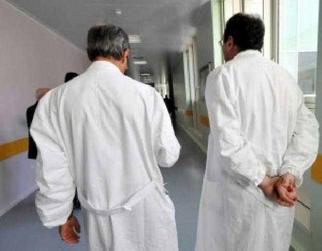 https://www.ragusanews.com//immagini_articoli/20-07-2014/morte-anziano-medico-e-infermieri-indagati-500.jpg