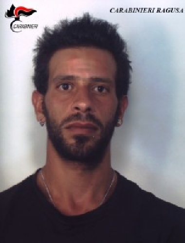 http://www.ragusanews.com//immagini_articoli/20-07-2015/produceva-droga-in-casa-arrestato-28enne-500.jpg