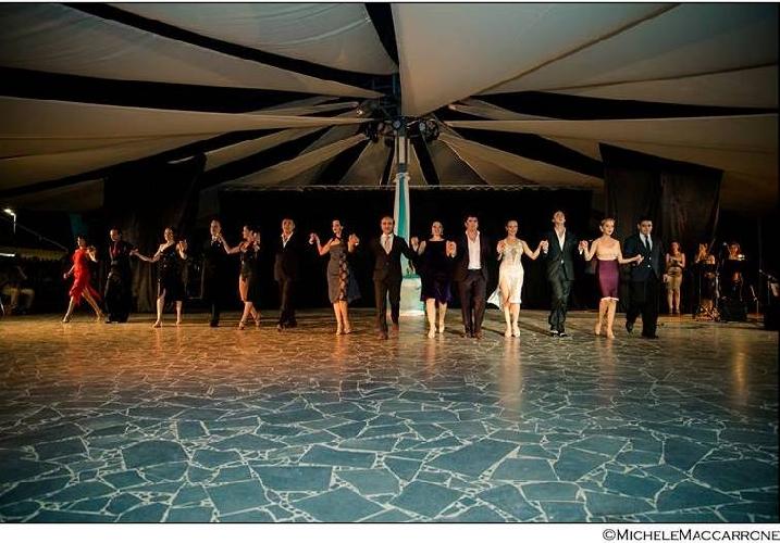 http://www.ragusanews.com//immagini_articoli/20-07-2016/catania-capitale-del-tango-argentino-500.jpg