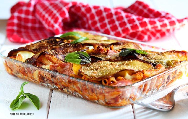 https://www.ragusanews.com//immagini_articoli/20-07-2019/domenica-a-pranzo-onoriamo-camilleri-con-la-pasta-ncasciata-500.jpg