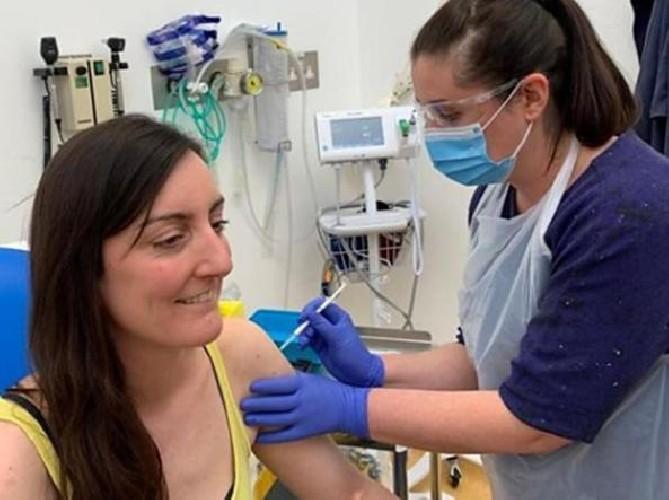 https://www.ragusanews.com//immagini_articoli/20-07-2020/coronavirus-il-vaccino-di-oxford-e-forte-e-stimola-al-risposta-immunitaria-500.jpg