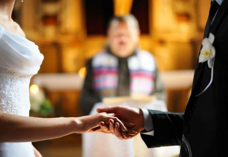 https://www.ragusanews.com//immagini_articoli/20-07-2020/vaticano-laici-possono-celebrare-nozze-e-funerali-500.jpg