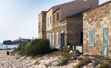 https://www.ragusanews.com//immagini_articoli/20-07-2021/condono-in-riva-al-mare-a-punta-braccetto-e-sampieri-una-casa-sull-altra-280.jpg